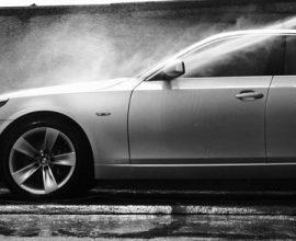 Quy trình rửa xe ô tô bằng máy phun xịt